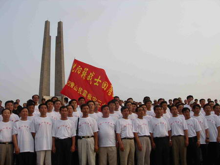 200名战友30年后重聚唐山当年情景仍历历在目