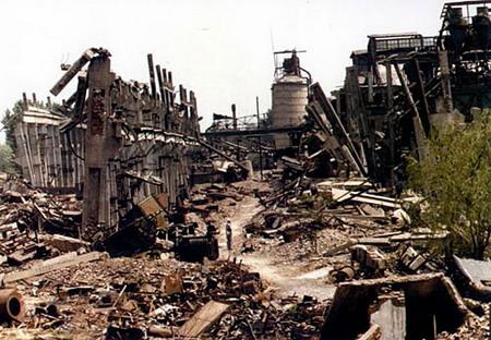 图文:地震后的工厂厂房