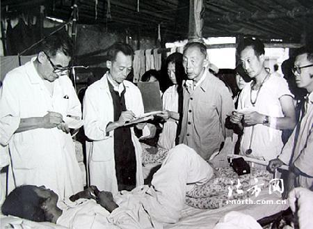 唐山大地震30周年:无私无畏拼搏奉献的天津人