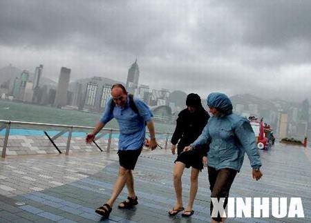 香港受派比安影响600多个航班延误或取消
