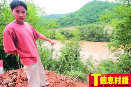 广东500多干部群众送别洪灾中殉职女副镇长