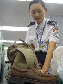 首都机场赴美安检全面升级旅客须脱鞋接受检查