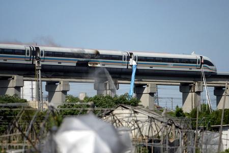 上海磁悬浮列车起火疑为蓄电池故障所致(组图)
