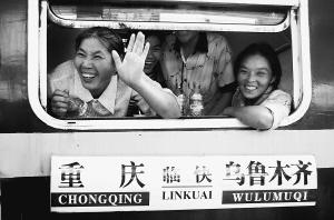 重庆赴新疆采棉农民翻两番26趟专列紧急候命