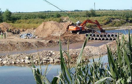 吉林松花江支流遭化工废水污染污染带长5公里