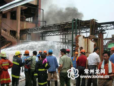 常州亚邦集团苯罐泄漏起火 5市消防联手出击