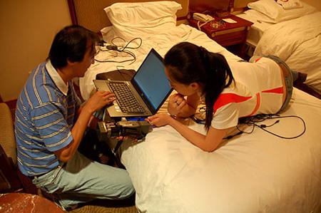 8月24日:SMG记者身体力行寻长征精神(图)