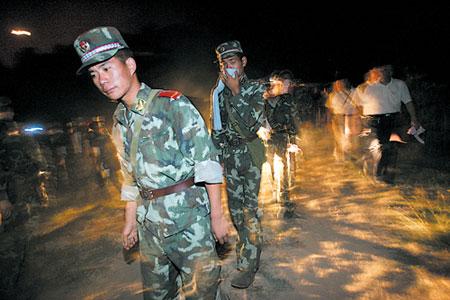 重庆山火烧到北碚上千军民奋力扑救(组图)