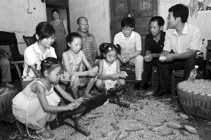 重庆巫山给学校发放80万元运水费(图)