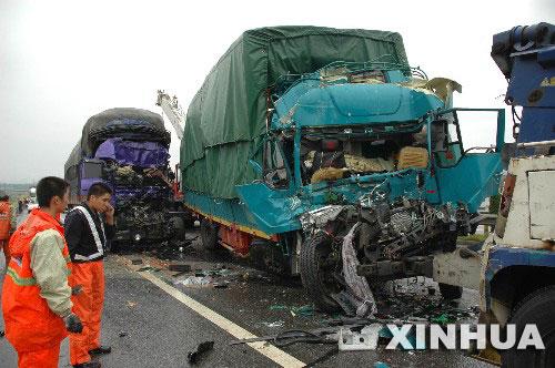 梨温高速公路3车相撞造成4人死亡