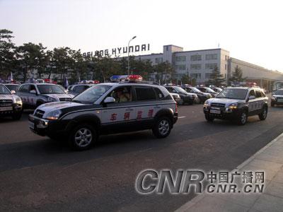 武警部队用于监理的途胜越野车正驶出北京现代汽车公司厂区