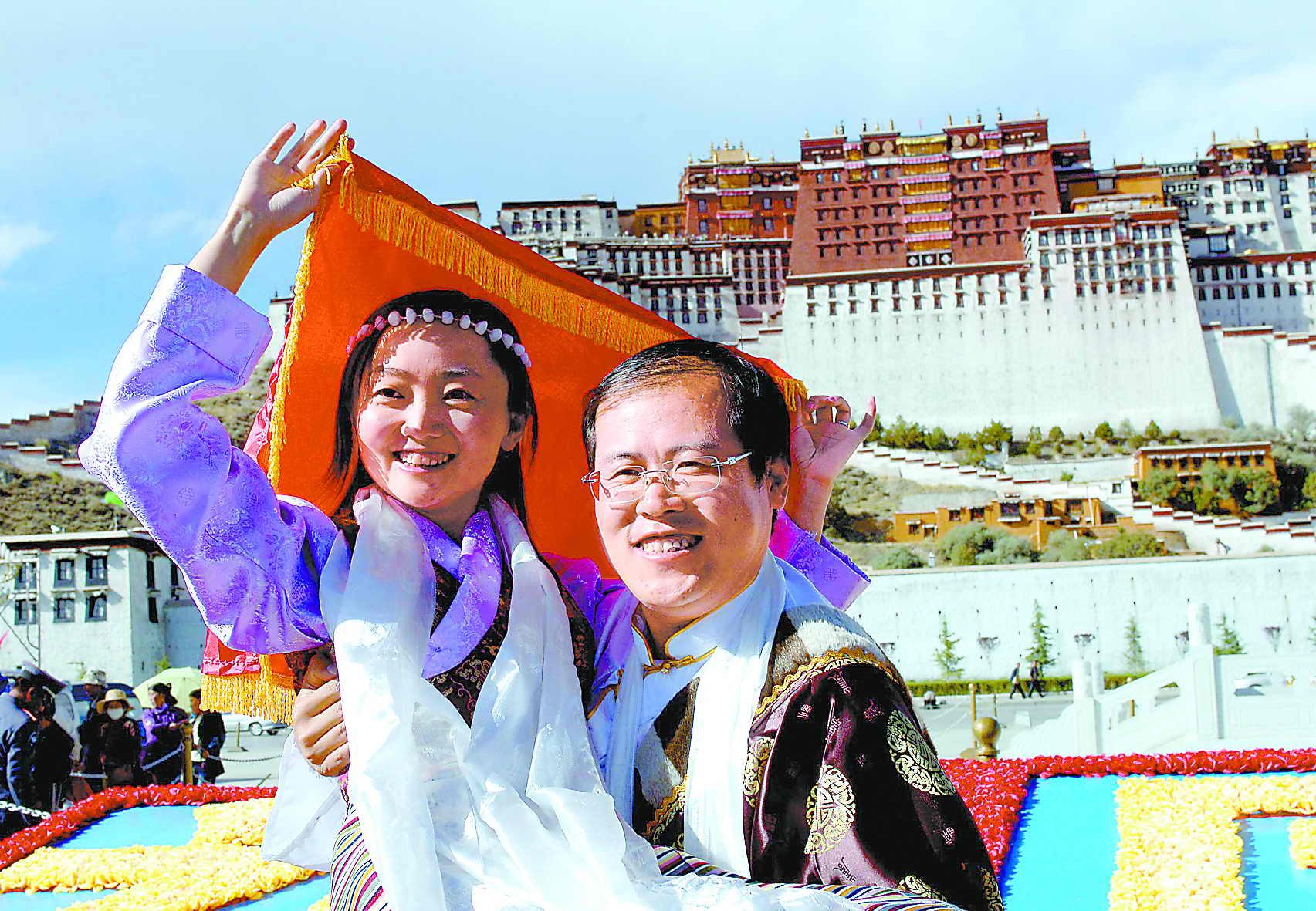 布达拉宫见证39对新人的婚礼(图)