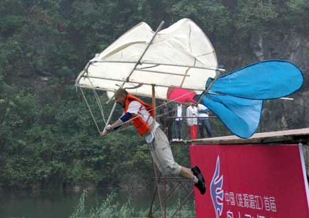 中国首届鸟人飞行大赛在娄底举行(图)