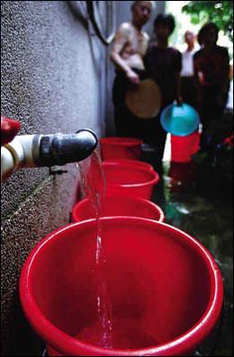 水管爆裂广州居民停水24小时 波及空军某部(图