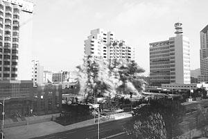 3秒 19层青岛大酒店成功爆破