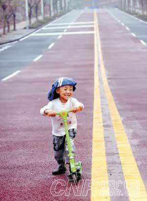 重庆首条彩色公路铺就 造价比沥青路面减少1/3