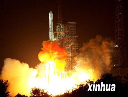 我国新一代通信广播卫星鑫诺二号发射成功(图)