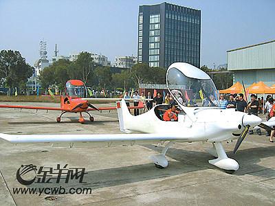 轻型飞机从珠海生产线飞起