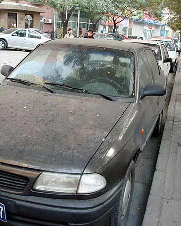 北京近35万辆私家车主动少开一天车(组图)