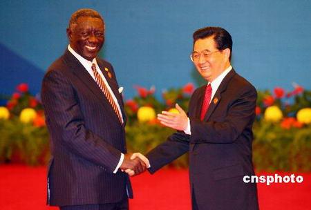 图文:胡锦涛迎接加纳总统库福尔