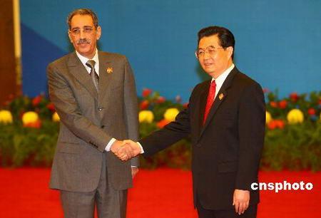 图文:胡锦涛迎接毛里塔尼亚军委会主席瓦尔