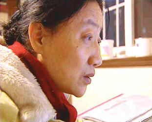 """一名普通的地段医院医生,因为打假多次面临""""下岗"""",可她没有退缩,8年中坚持不懈地举报假冒伪劣医疗器械,只为了一个医生的天职……打假女医生陈晓兰"""