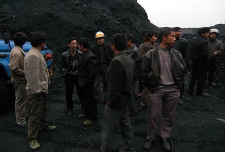 湖南涟源煤矿发生矿难6人死亡6人被困(图)