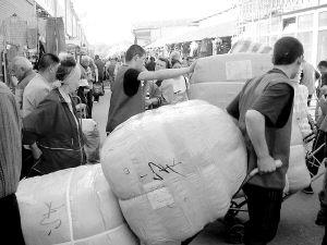 莫斯科华商感到迷茫俄商等待廉价买中国货(图)