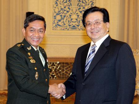 曾庆红会见泰国陆军总司令颂提(图)