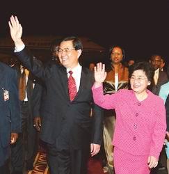 胡锦涛抵达喀麦隆访问