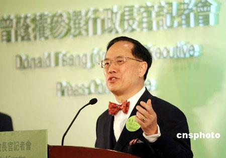曾荫权宣布参选第三届香港特区行政长官