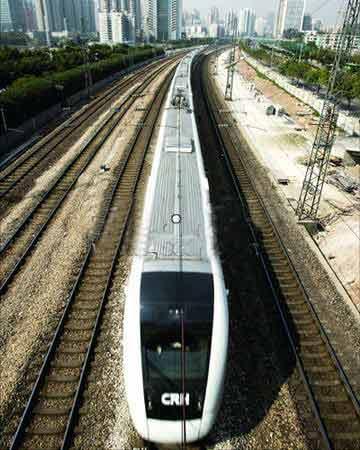 广深线高速列车今开行每日发车80多对全车禁烟