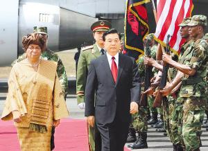 胡锦涛同利比里亚总统约翰逊―瑟利夫会谈