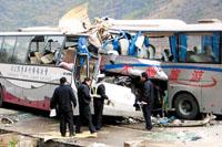 广西两客车相撞死伤89人