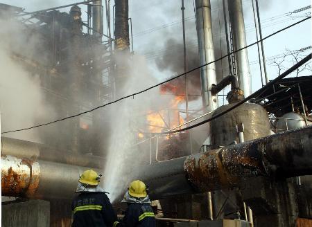 南京一座化工厂爆炸1人死亡6人受伤(组图)
