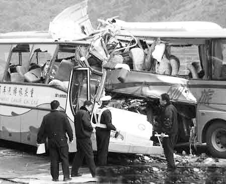 13人命丧死亡路段两辆客车广西相撞高清图片