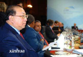 金人庆称中国经济发展推动解决全球经济失衡