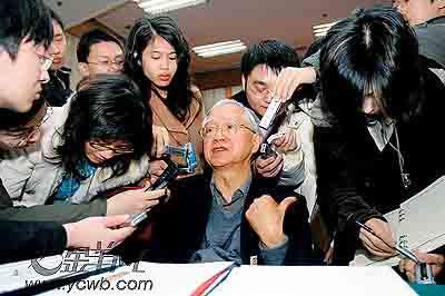 吴敬琏称中国还很穷不应放太多假(图)