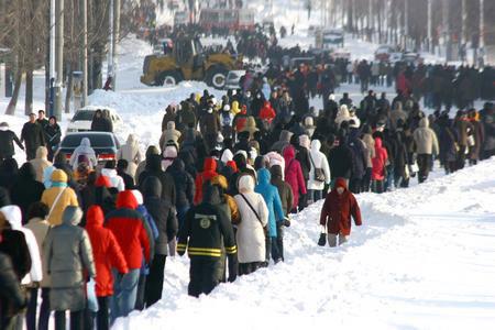 暴雪肆虐后鞍山百万市民徒步上班(组图)