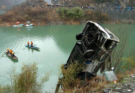 陕西汉中特大交通事故25名遇难者遗体全部找到