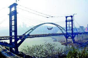珊瑚大桥桥面主跨本月合龙