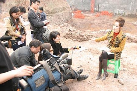 重庆法院称今日不会强拆钉子户房屋(组图)
