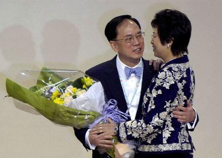 曾荫权当选香港特区第3届行政长官