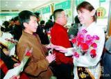北京副市长丁向阳参加排队推动日活动
