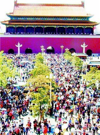 黄金周首日45万人挤进公园