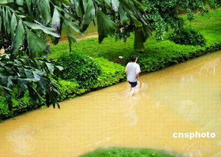 广西柳州强降雨引发内涝27万人受灾四人死亡