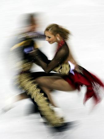 图文:俄罗斯选手娜芙卡与搭档在比赛中