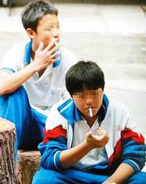 世界无烟日:多少孩子为赋新愁强抽烟(组图)