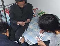 假期放纵生活散漫 留校学生聚众赌博喝酒