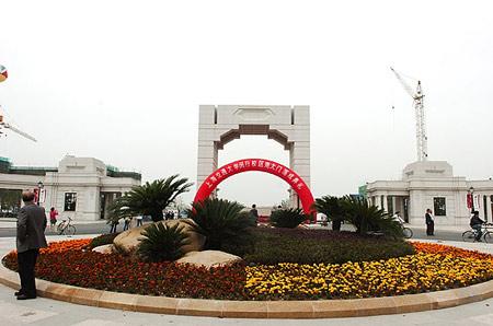图文:上海交通大学校区南大门